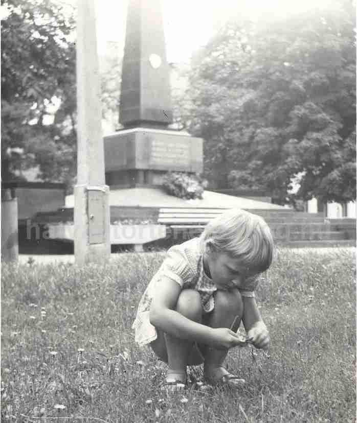 E-fekete 1975 v4.jpg
