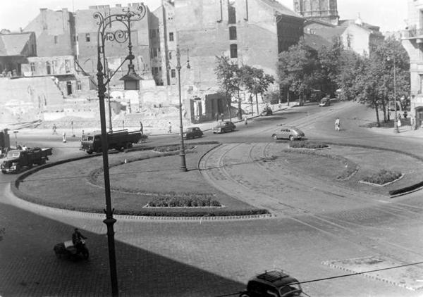 Deák tér Kemmnitzer ház bontása 1950.jpg