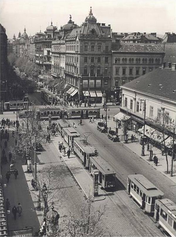 Astoria 1930as évek jobbra Vigyázó ház.jpg