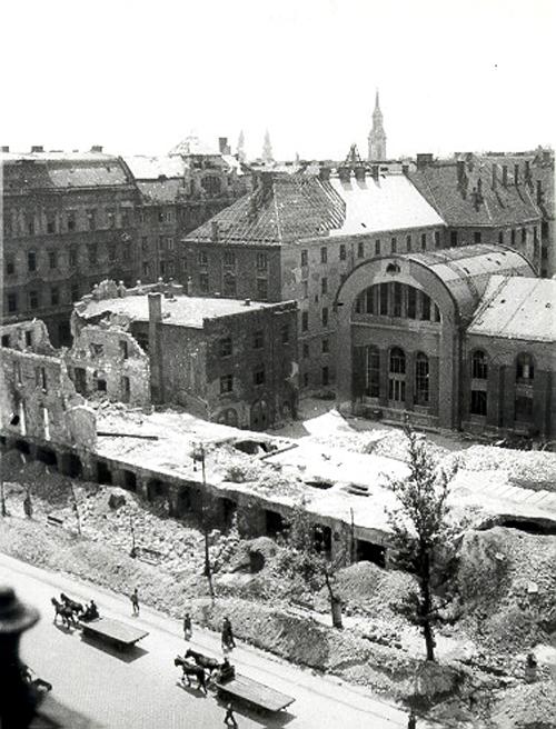 karoly_krt városháza épületeinek visszabontása.jpg