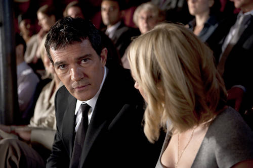 you-will-meet-antonio-banderas-naomi-watts.jpg
