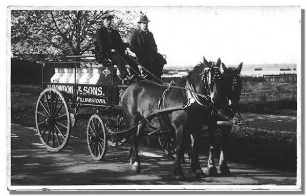 Rowdon's Milk Cart 1915.jpg
