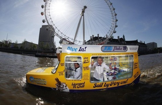 The first ice cream floating car2.jpg