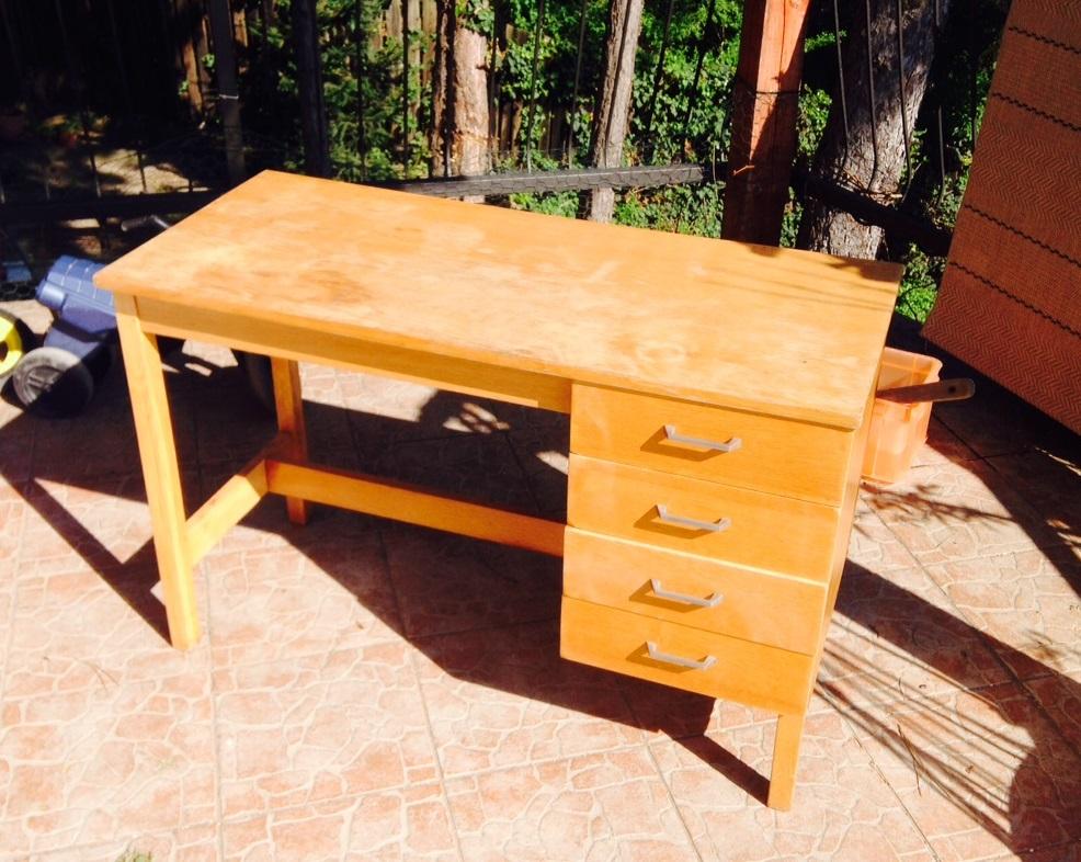 Retró íróasztal átöltözve