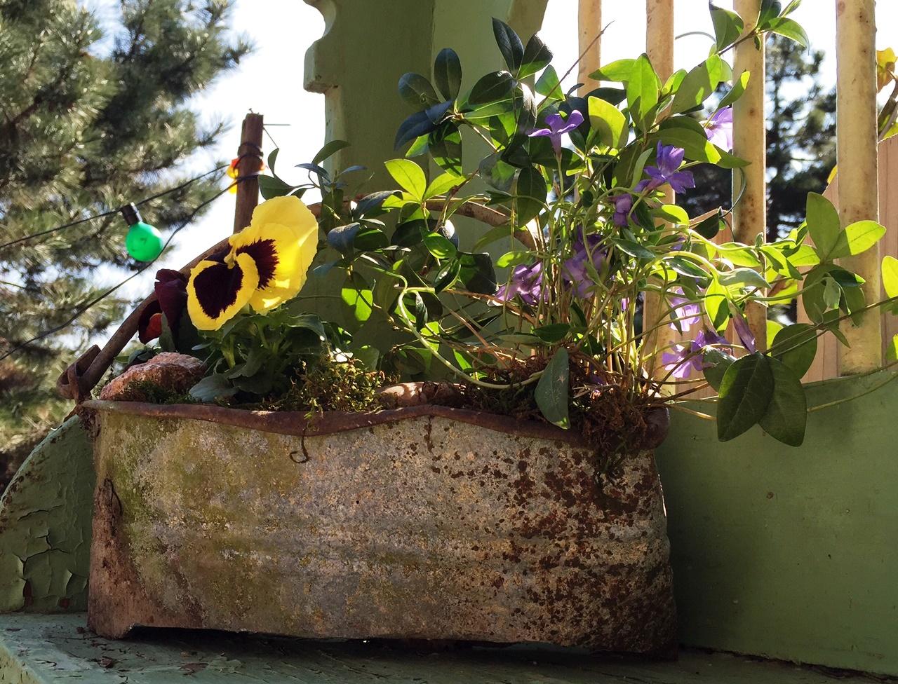 Szemét helyett menő kerti dekor