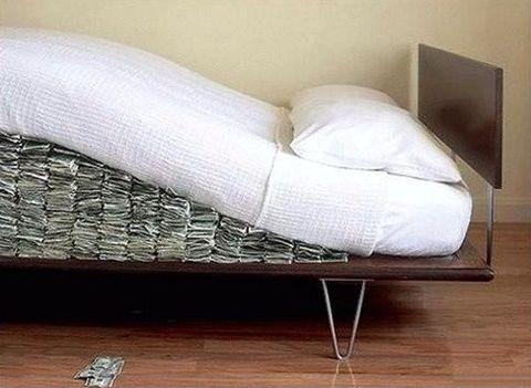 money-under-mattress-353445.jpg