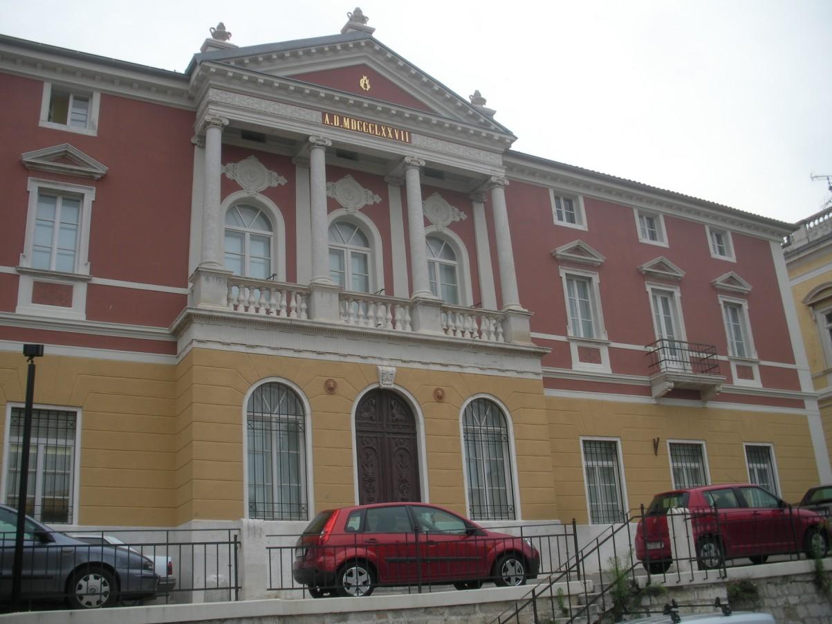 Antik Üvegek Múzeuma Zadarban.jpg