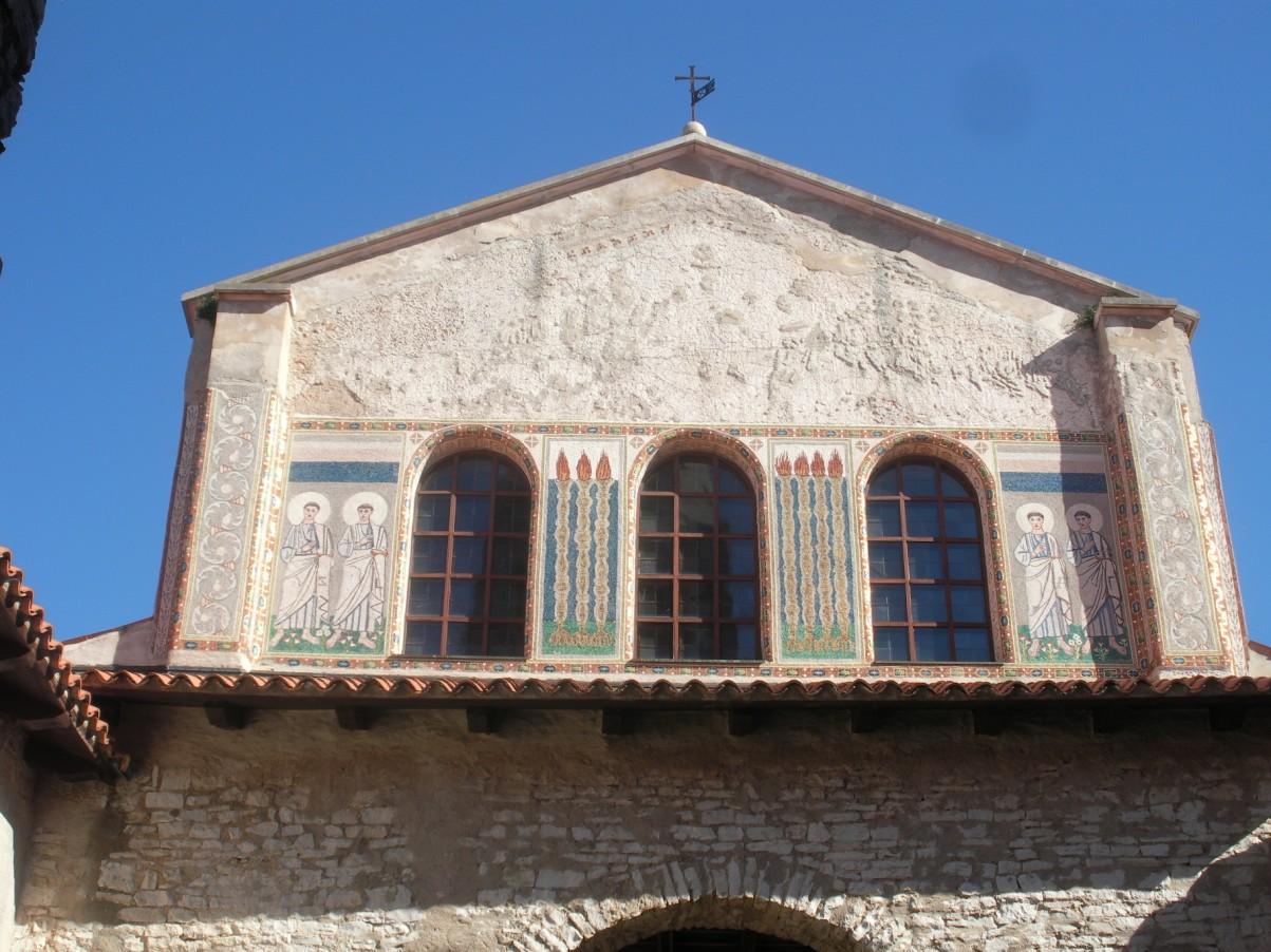 Eufráziusz bazilika homlokzata világörökség.jpg