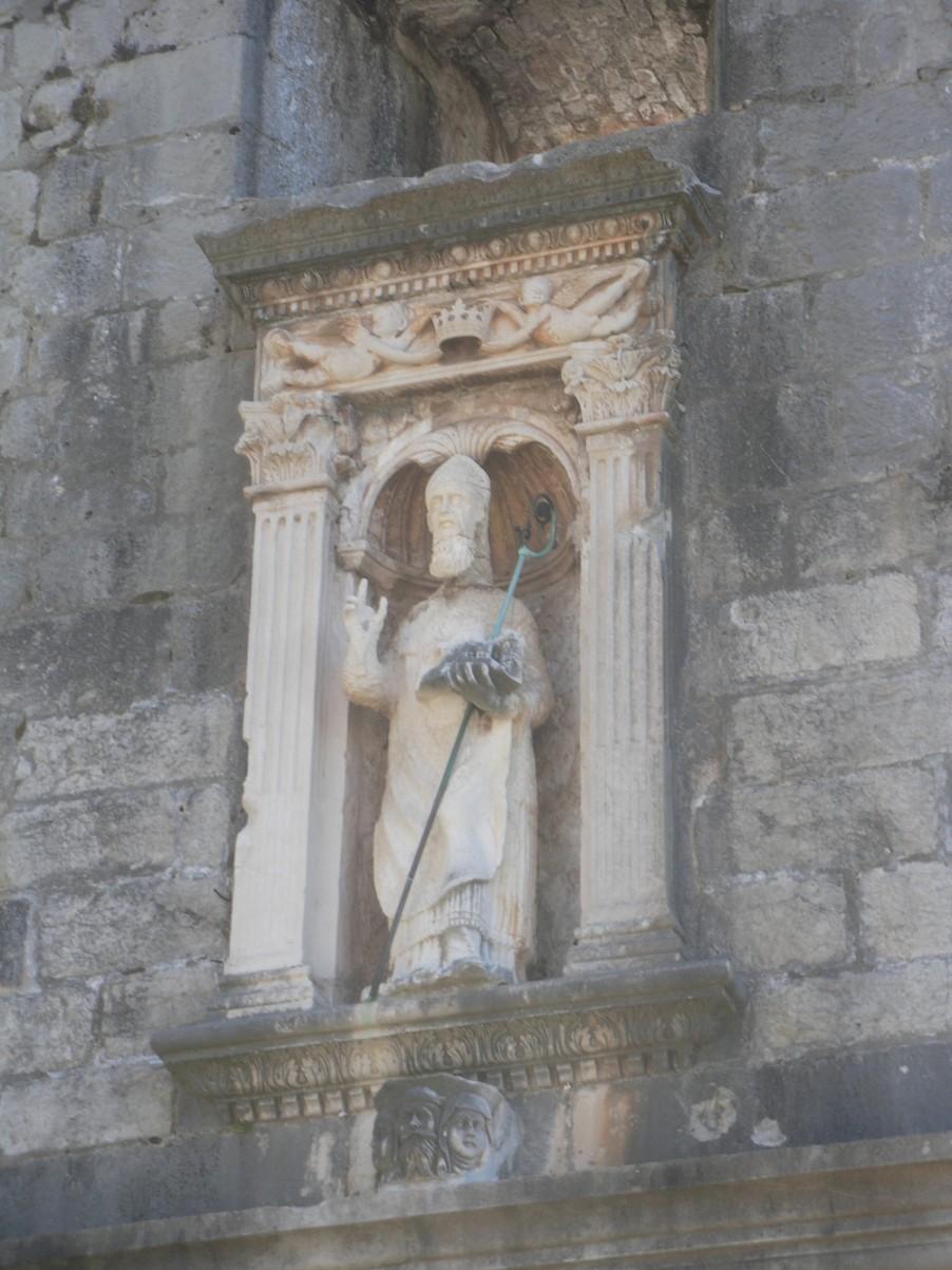 Szent Balázs Dubrovnik makettjével.jpg