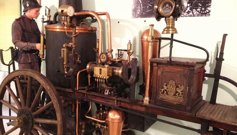 századforduló tűzoltás technikai eszközeit.jpg
