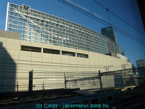 P1010054 kokusai forum.jpg
