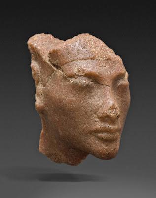Nefertiti_profile.jpg
