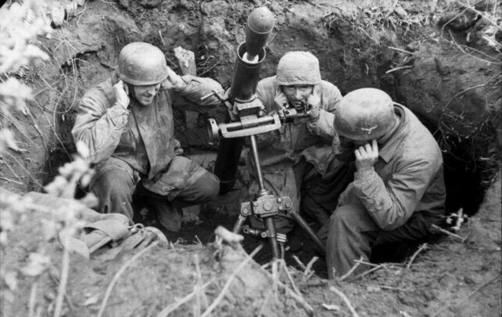 blog49 Bundesarchiv_Bild_101I-577-1917-08,_Monte_Cassino,_Fallschirmjäger_mit_Granatwerfer.jpg