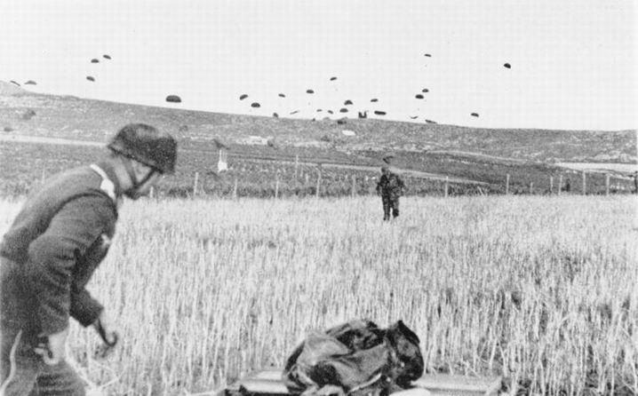 blog49 Bundesarchiv_Bild_141-0864,_Kreta,_Landung_von_Fallschirmjägern.jpg