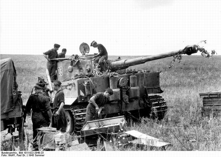 blog72-03 Panzer_VI_(Tiger_I),_Munition Szovjetunió Kurksz elött.jpg