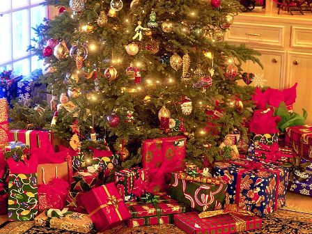 stxmco001christmas_tree_and_presents1.jpg