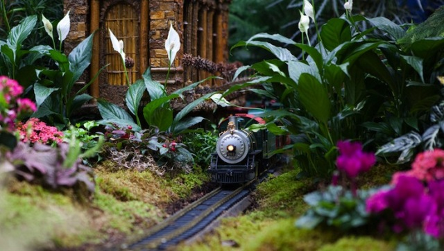 NY-Botanical-Garden-Holiday-Train1.jpg