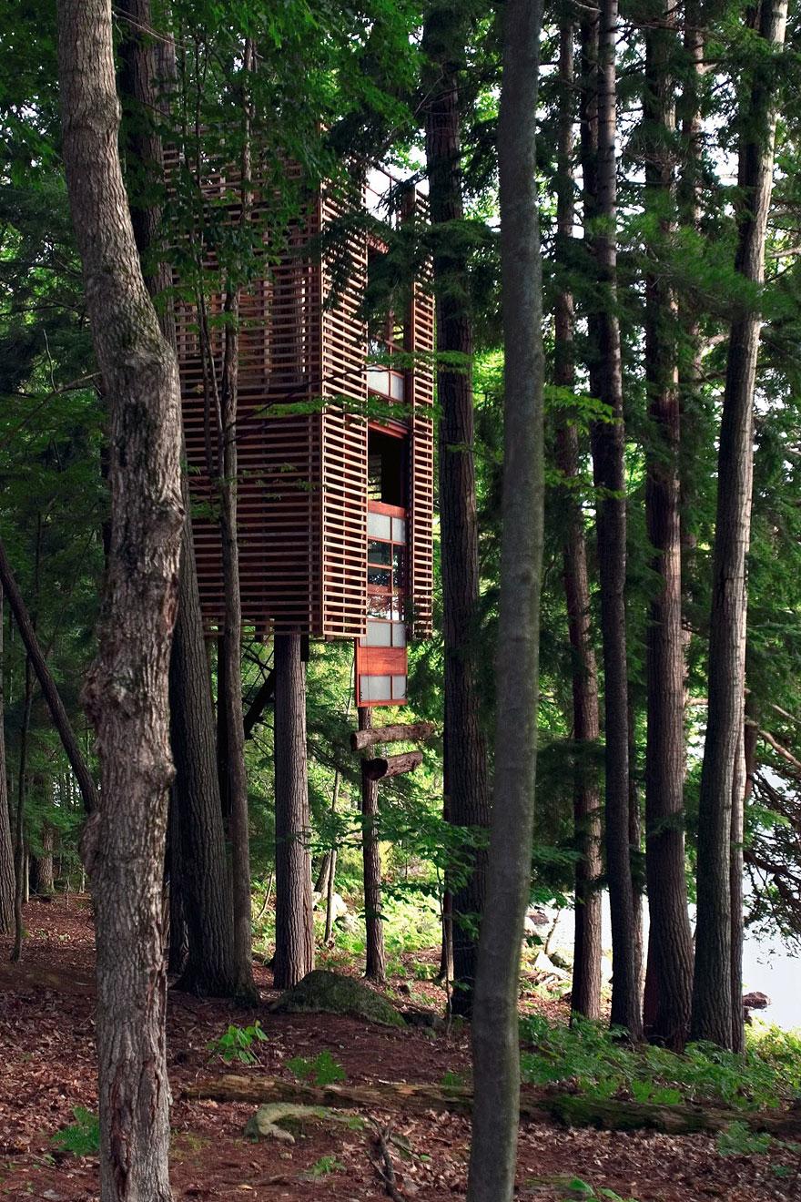 Treehouse, Muskoka (Canada)<br />A Lukasz Kos által tervezett lombház négy fatörzs köré épült, formája a tradicionális japán papírlámpásokat idézi.