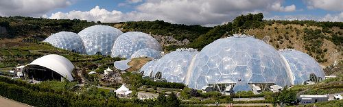 800px-Eden_Project_geodesic_domes_panorama.jpg