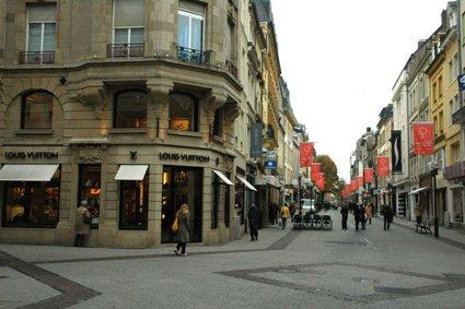 City_ShoppingStreet_Large.JPG