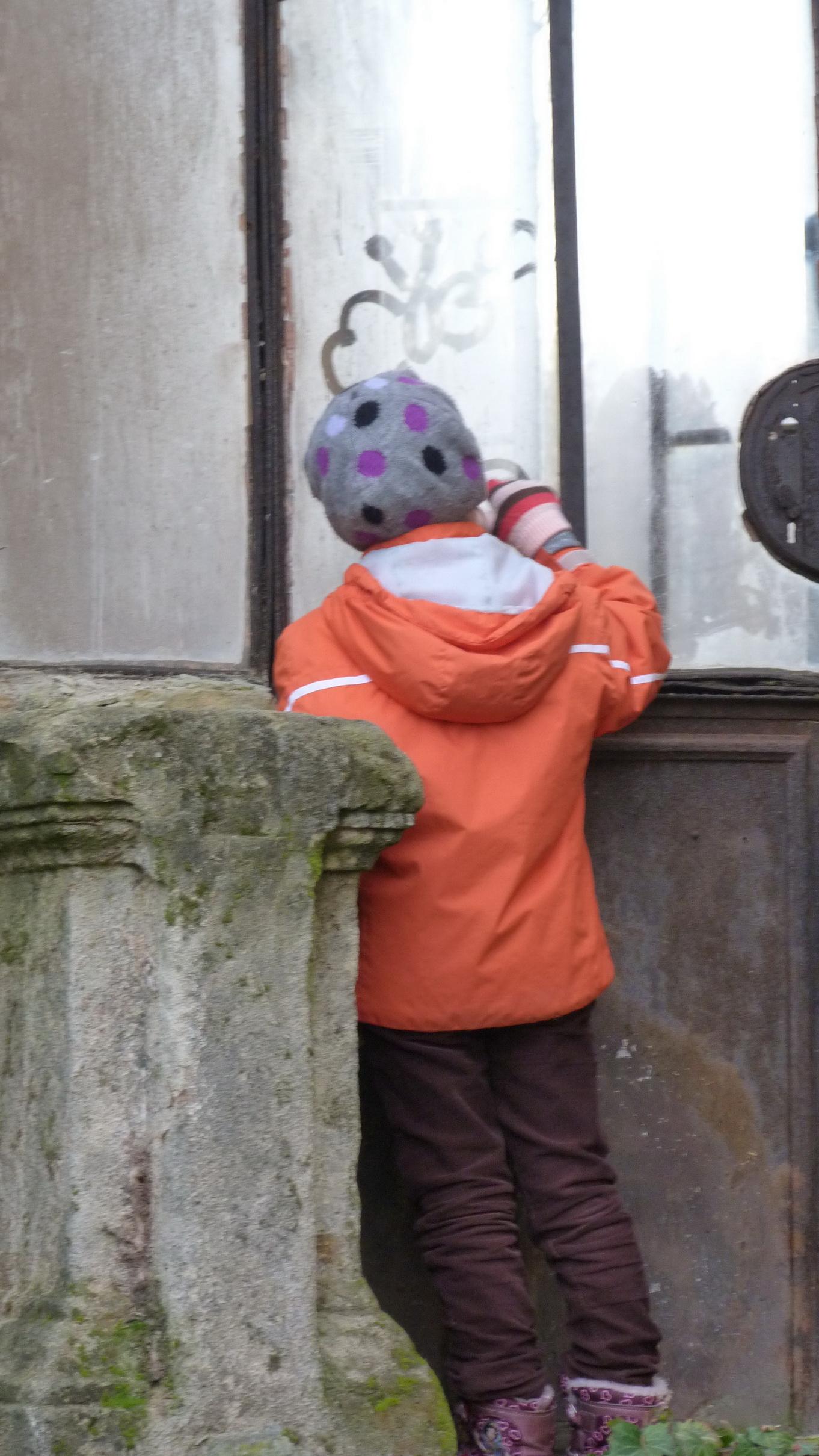 Ezen a fotón is látszik, hogy a kastélyban hidegebb, volt mint kint. Az ablak kívülről párás :-)