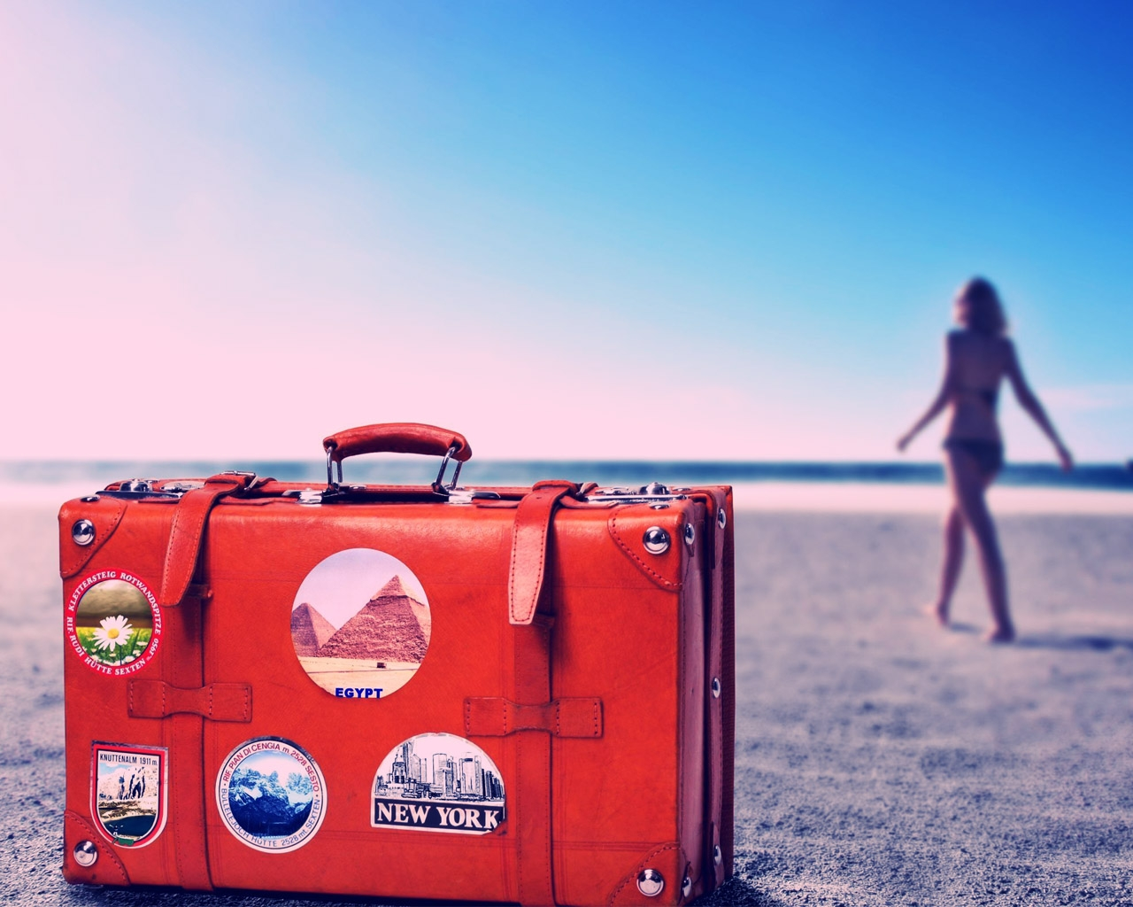 travel-suitcase-with-stickers-wallpaper-for-1280x1024-1021-5.jpg
