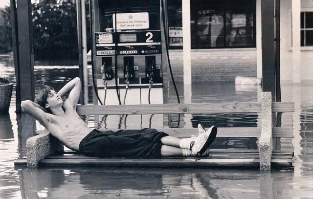 Scott Stenmark vasárnapi sziesztája River Grove-ban, 1987. augusztus 16_án.jpg