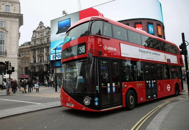 londoni busz double decker.jpg