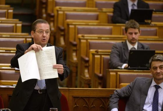 illes_zoltan_parlament.jpg