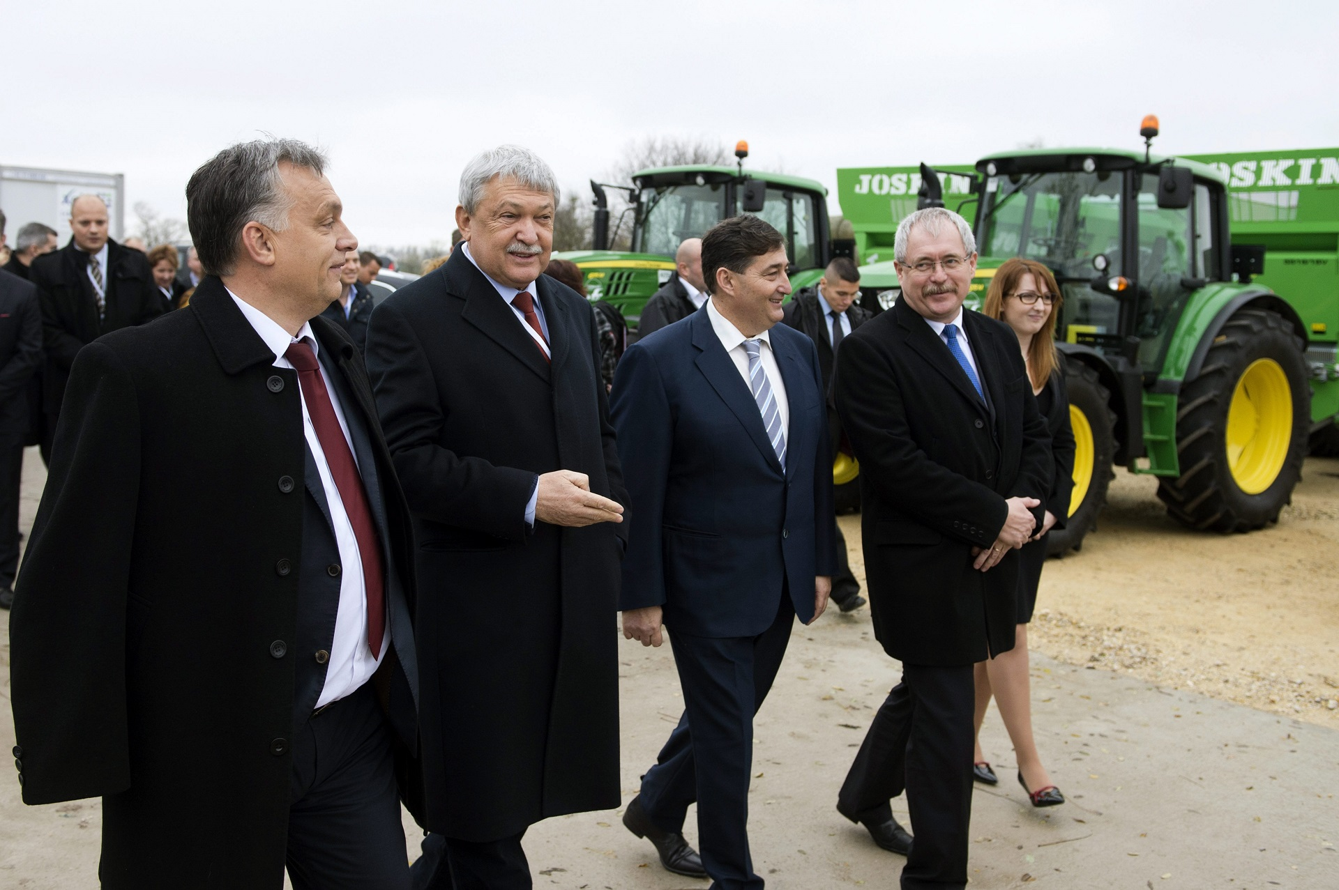 orbán-viktor-alcsútdoboz-mangalicatelep-átadás-3.jpg