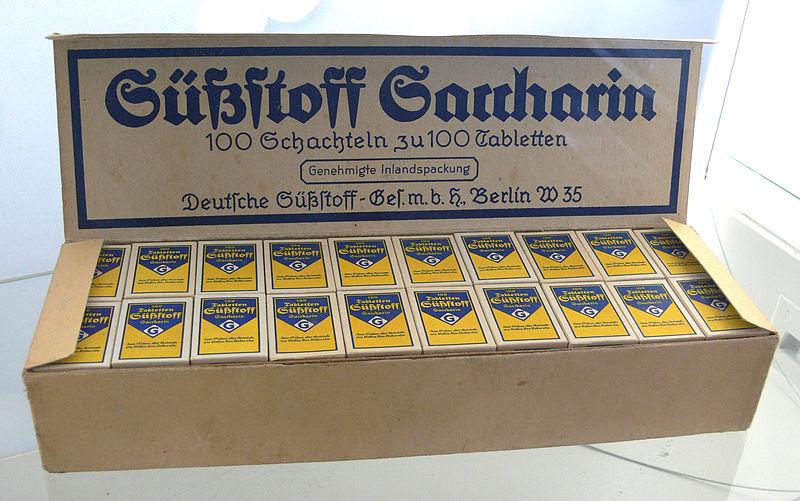 800px-Süßstoff_Saccharin_Zucker-Museum.jpg