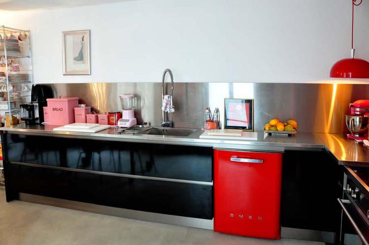 Sz nek a konyh ban piros konyhasziget - Kleur idee corridor ...