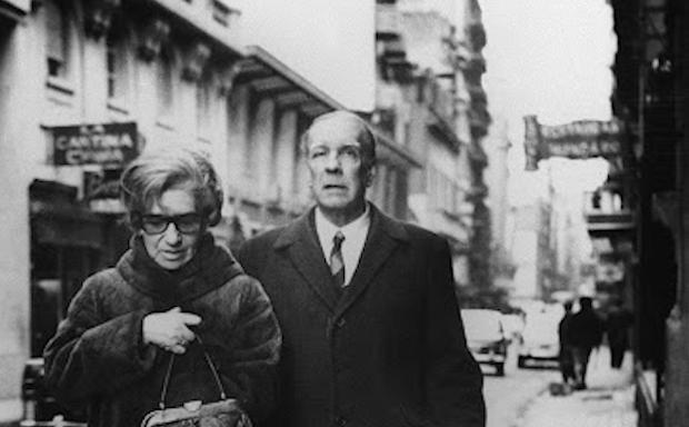 Borges hárpia neje Walt Whitmannak becézte a bundáit