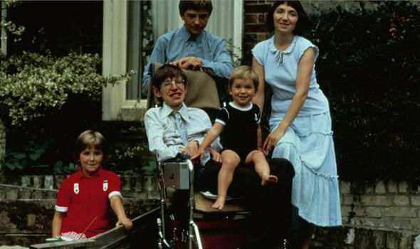 stephen-in-1983-with-his-children-robert-lucy-and-timothy-and-his-wife-jane-215093.jpg