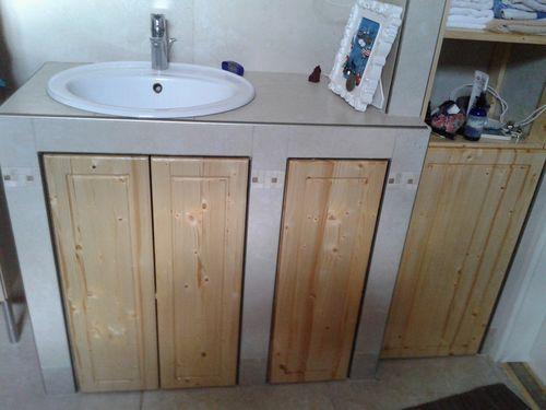 Beépített fenyő fürdőszoba szekrény - UNALOMŰZŐ BÚTOROK