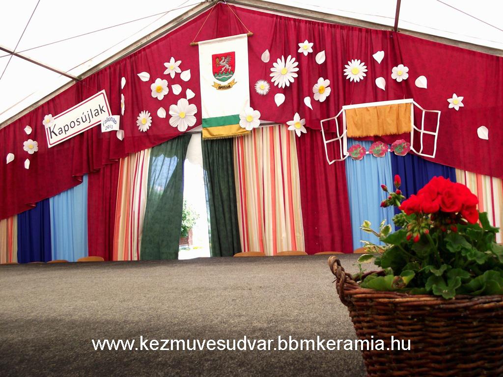 kaposujlak falunap szinpadi dekoracio.jpg