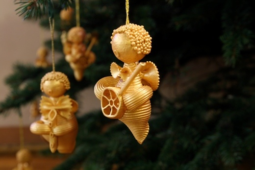 christmas-tree-ornaments-kids-pasta-angels-gold.jpg