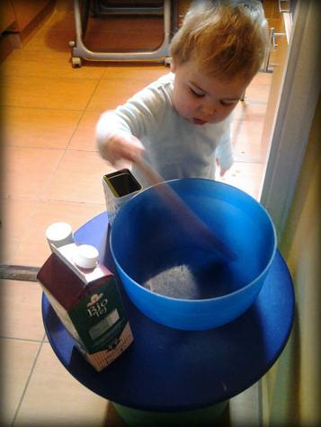 Persze nemcsak lányok lehetnek mesterszakácsok, Levi Úr is szívesen ügyeskedik a konyhában
