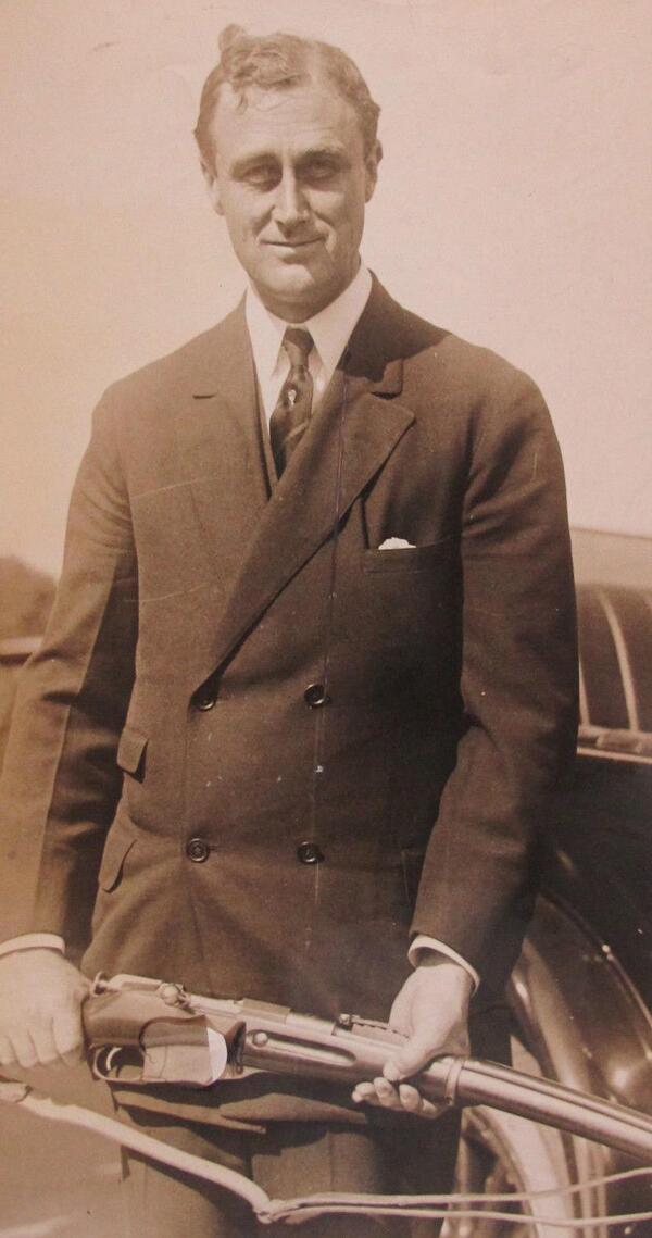 Franklin D. Rosevelt egy Mosin-Nagant puskával 1920.jpg