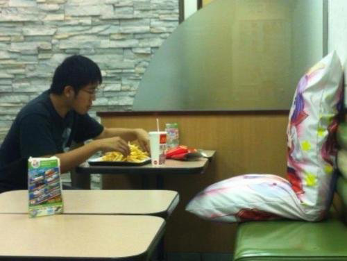 fastfood-customers-with-pillow.jpg