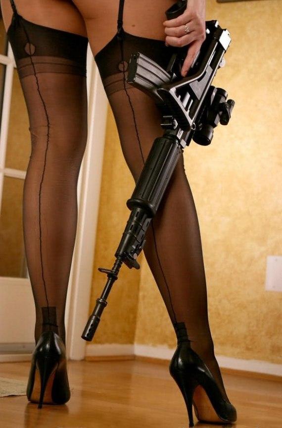 girls_with_guns_038.jpg