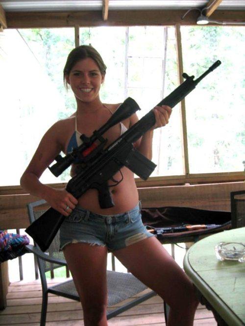 girls_with_guns_041.jpg
