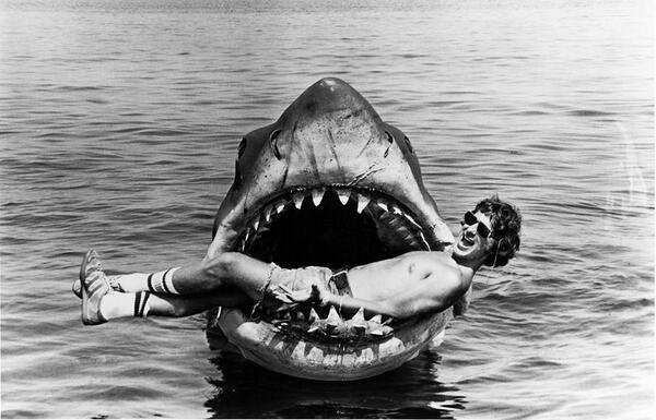 steven spielberg a cápa forgatásán.jpg