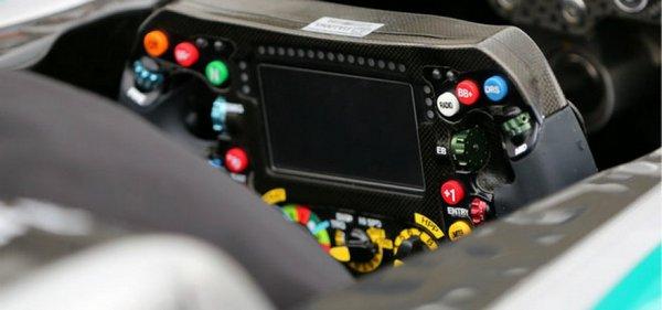 mercedes-steering-wheel_3205578-940x440.jpg