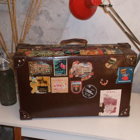 Bőröndcímke – antik bőrönd kilenc matrica az alsó lapján