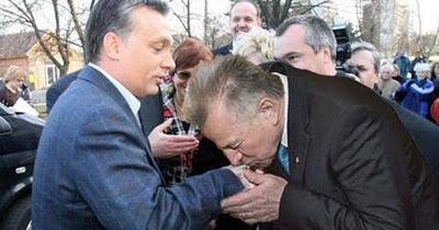 """Képtalálat a következőre: """"Kézcsók Orbánnak-kép"""""""
