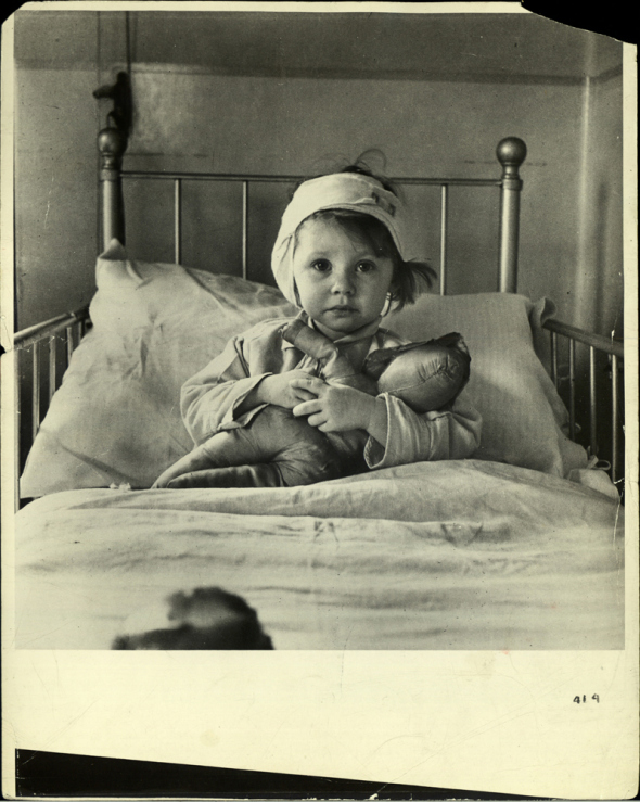 cecil-beaton-wwii-1940-blitz.jpg