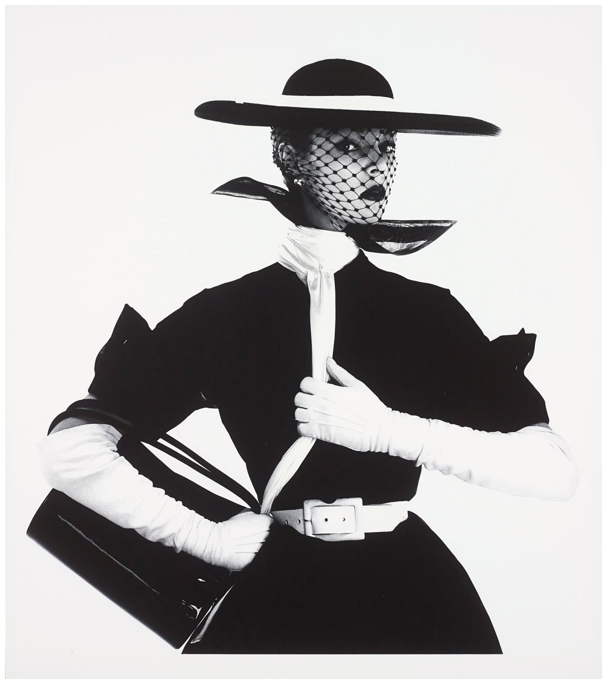 jean-patchett-black-and-white-fashion-with-handbag-1950-photo-irving-penn.jpeg