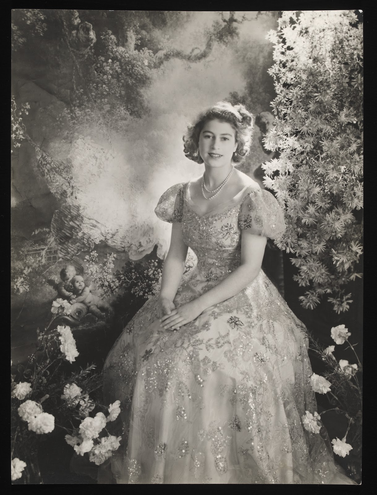 Cecil_Beaton_Princess_Elizabeth_at_Buckingham_Palace_March_1945.jpg