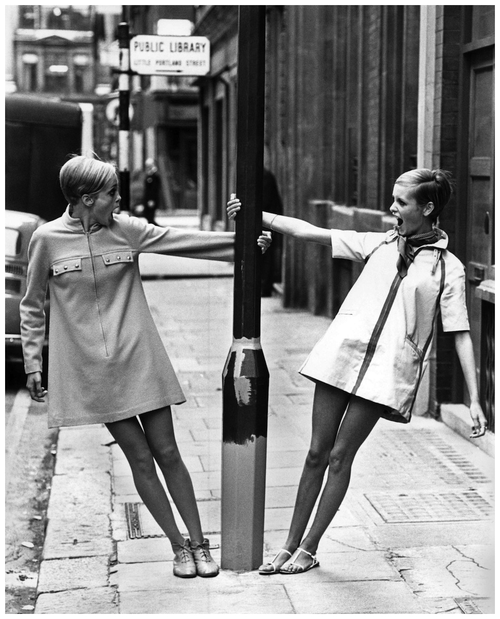 twiggy-with-lookalike-competition-winner-1967.jpg